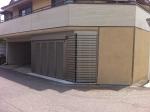 ビルトインガレージの前へ三協立山サイドーレ1型、スライデングゲートを設置しました。